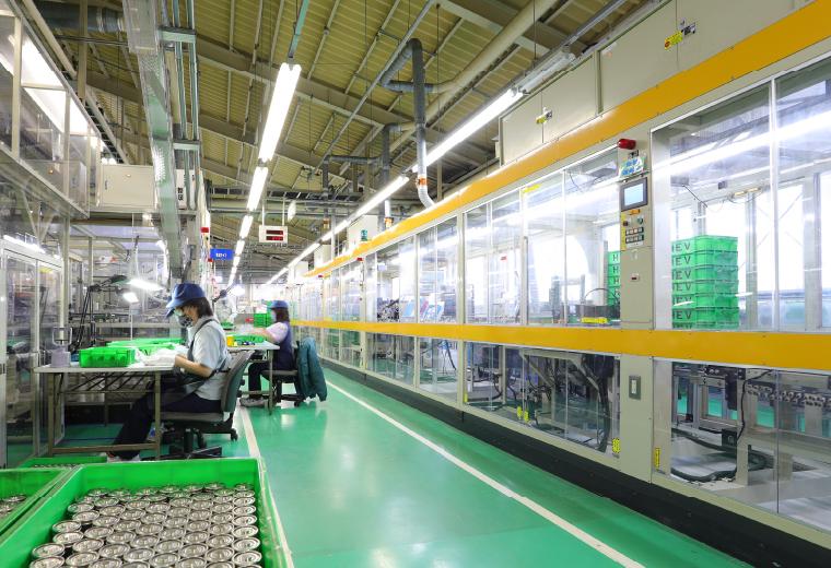 電池生産工程の設備の写真