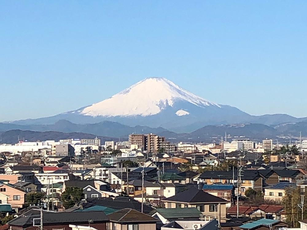 社屋から見た富士山
